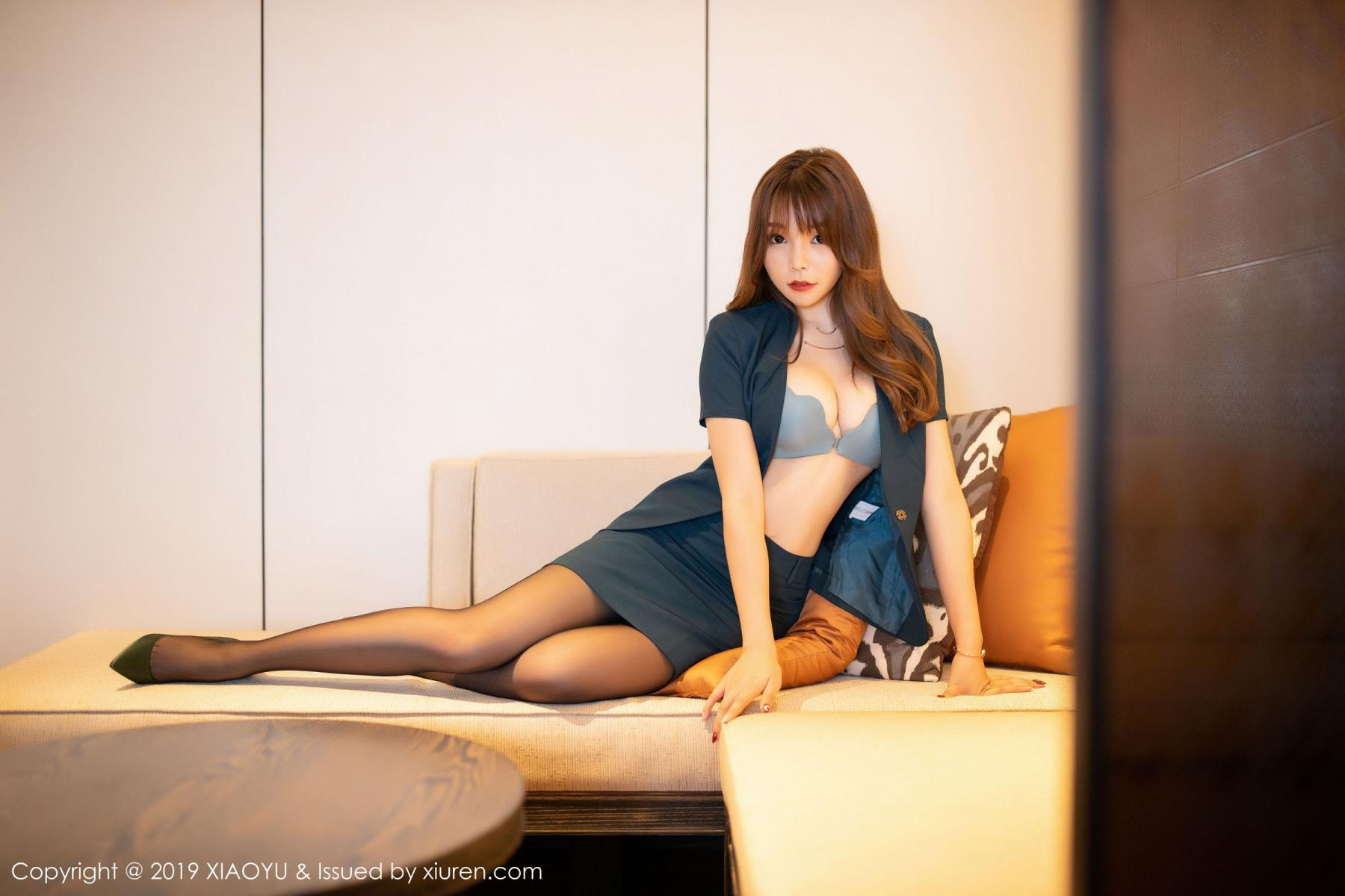 [XiaoYu] Vol.215 Zhi Zhi Booty 16P, Black Silk, Chen Zhi, Tall, XiaoYu