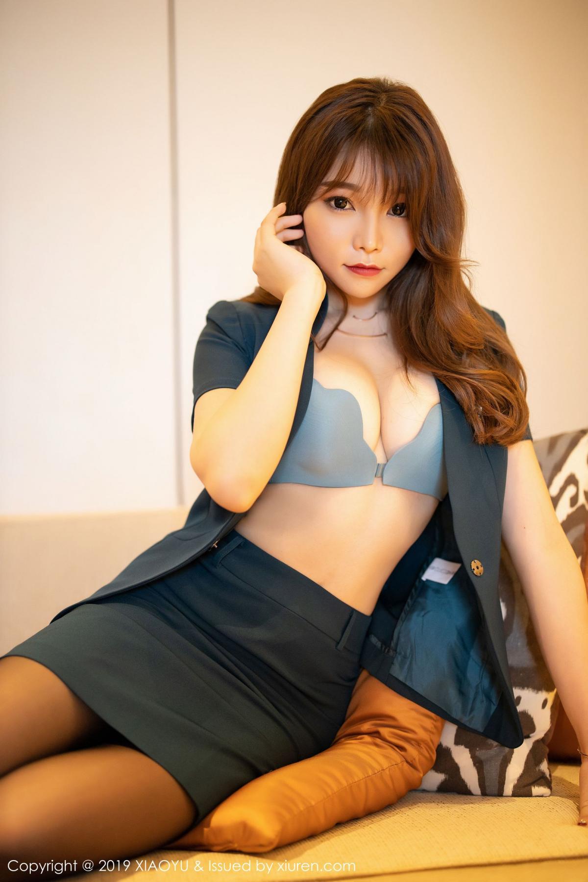 [XiaoYu] Vol.215 Zhi Zhi Booty 17P, Black Silk, Chen Zhi, Tall, XiaoYu