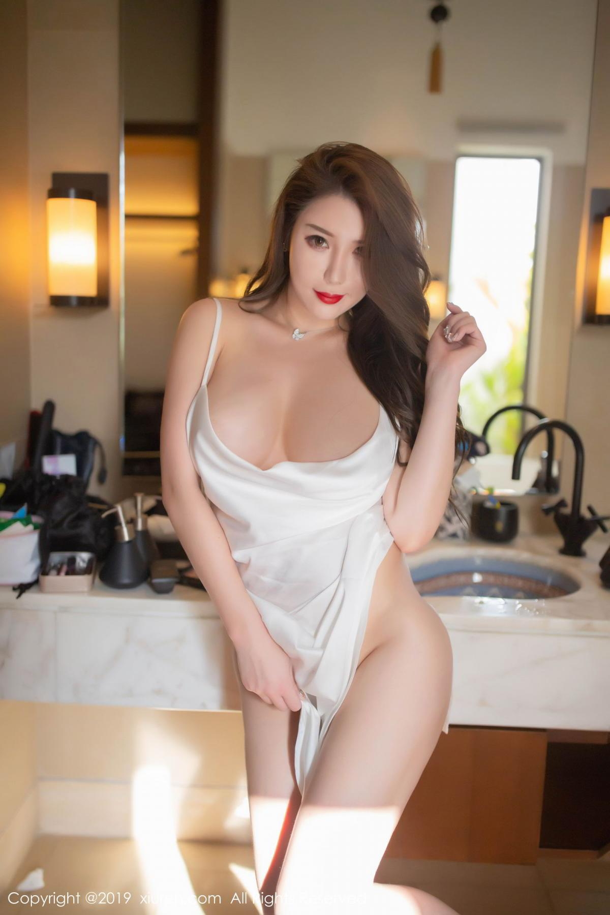 [XiuRen] Vol.1510 Egg Younisi 29P, Bathroom, Big Booty, Egg Younisi, Wet, Xiuren