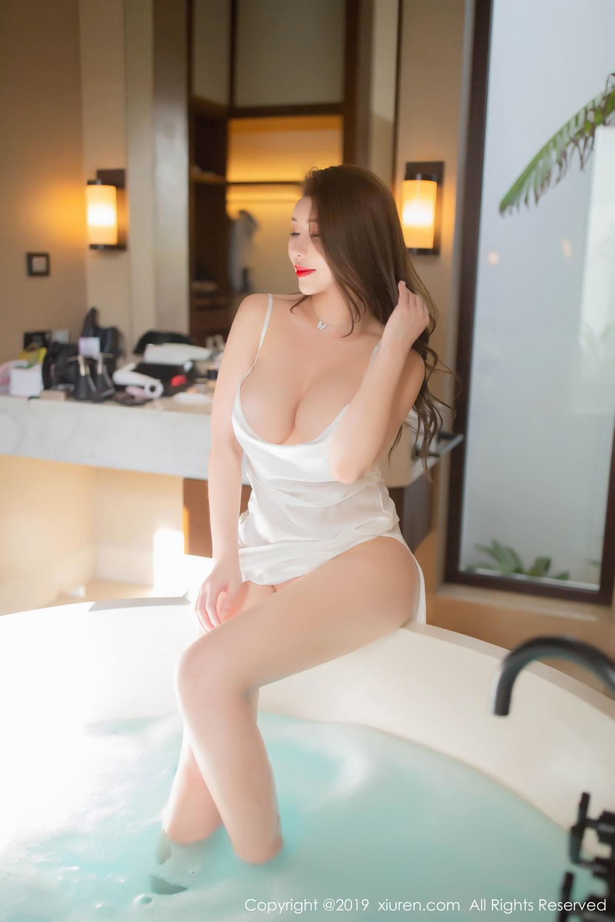 [XiuRen] Vol.1510 Egg Younisi 32P, Bathroom, Big Booty, Egg Younisi, Wet, Xiuren