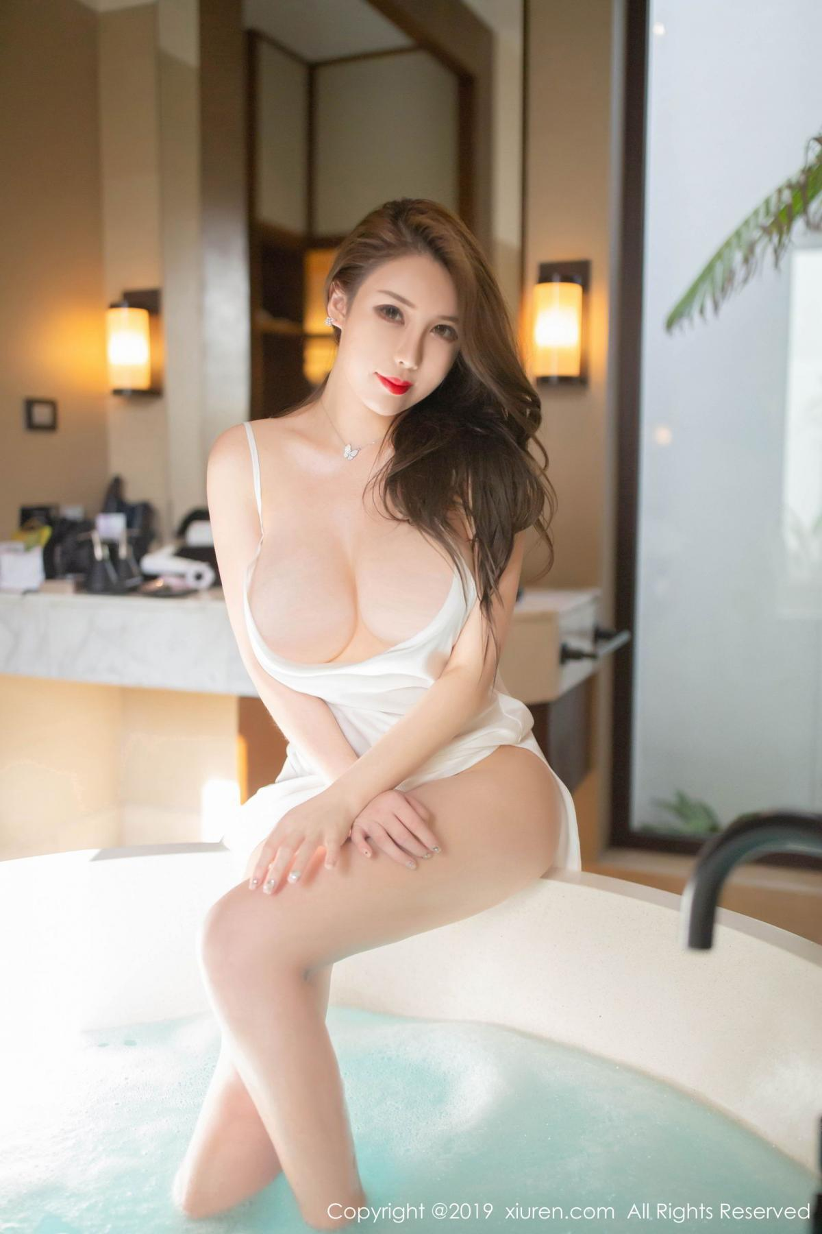 [XiuRen] Vol.1510 Egg Younisi 34P, Bathroom, Big Booty, Egg Younisi, Wet, Xiuren