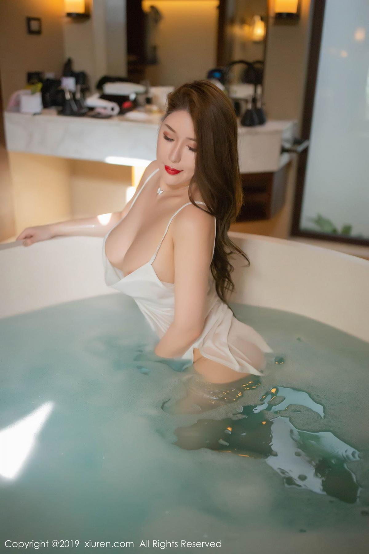 [XiuRen] Vol.1510 Egg Younisi 44P, Bathroom, Big Booty, Egg Younisi, Wet, Xiuren