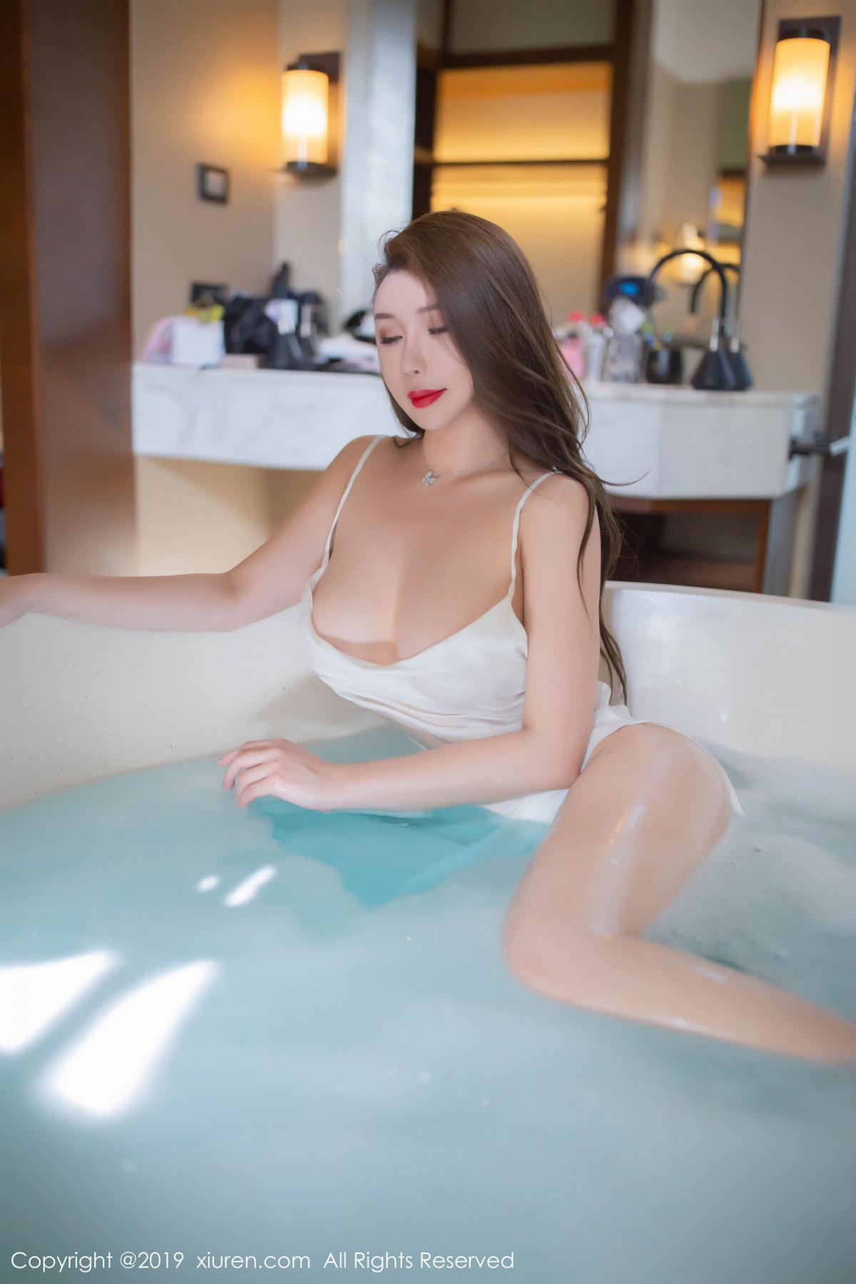 [XiuRen] Vol.1510 Egg Younisi 5P, Bathroom, Big Booty, Egg Younisi, Wet, Xiuren