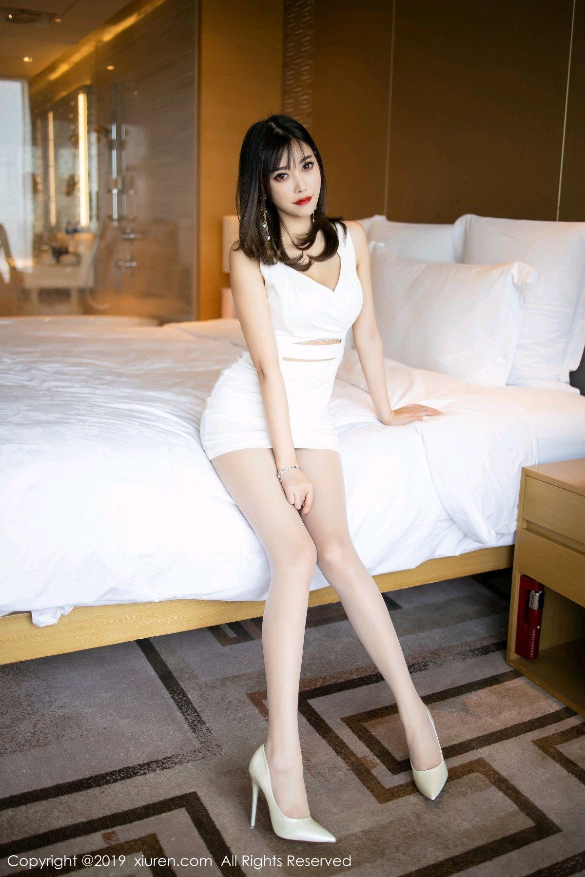 [XiuRen] Vol.1695 Yang Chen Chen 31P, Foot, Tall, Underwear, Xiuren, Yang Chen Chen