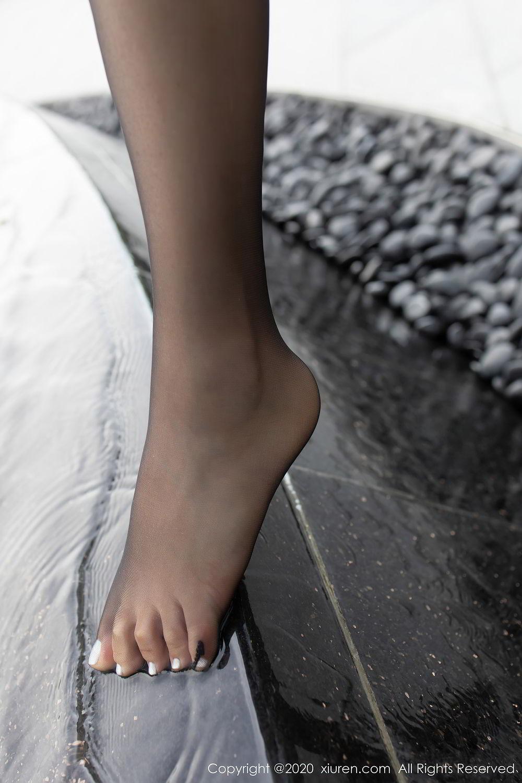 [XiuRen] Vol.2445 Zhi Zhi Booty 13P, Black Silk, Chen Zhi, Sexy, Street, Xiuren