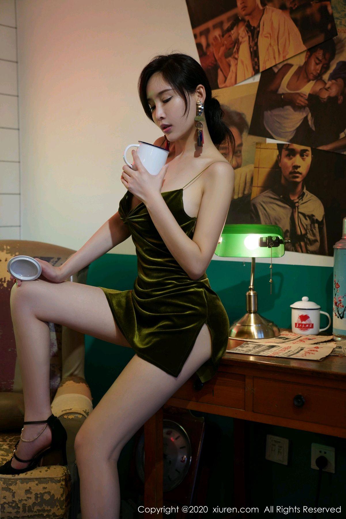 [XiuRen] Vol.2477 Tu Fei Yuan Ai Chuo QIong 36P, Sexy, Xiuren, Zhou Yan Xi