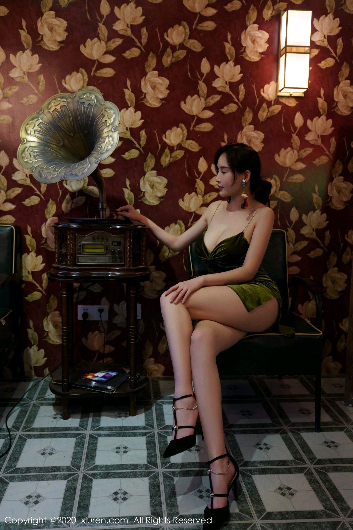 [XiuRen] Vol.2477 Tu Fei Yuan Ai Chuo QIong 39P, Sexy, Xiuren, Zhou Yan Xi