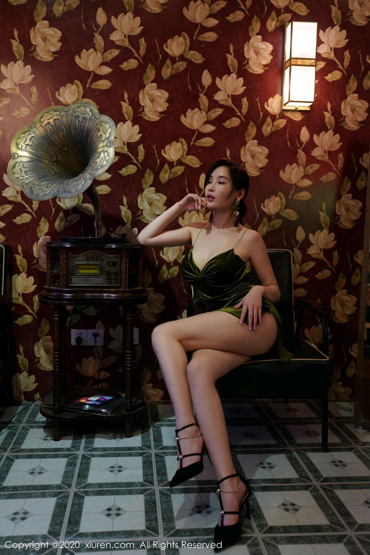 [XiuRen] Vol.2477 Tu Fei Yuan Ai Chuo QIong 40P, Sexy, Xiuren, Zhou Yan Xi