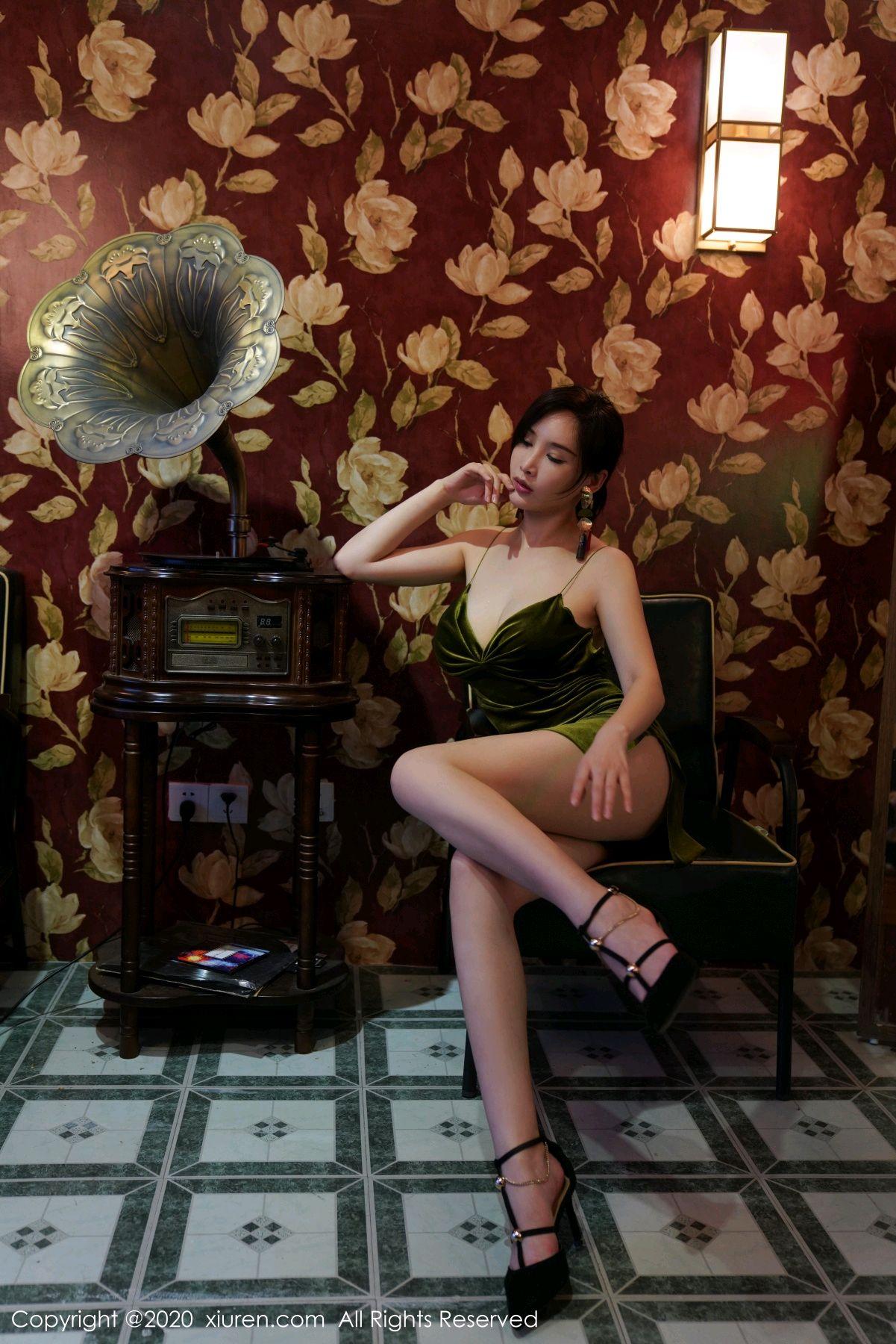 [XiuRen] Vol.2477 Tu Fei Yuan Ai Chuo QIong 41P, Sexy, Xiuren, Zhou Yan Xi