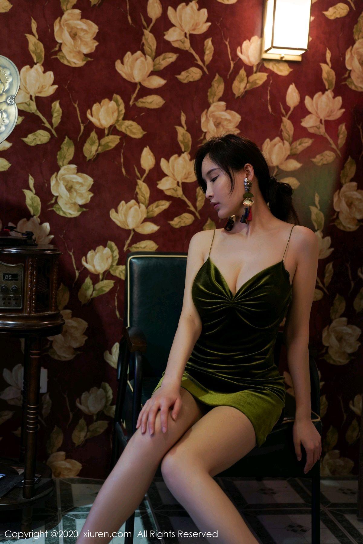 [XiuRen] Vol.2477 Tu Fei Yuan Ai Chuo QIong 42P, Sexy, Xiuren, Zhou Yan Xi