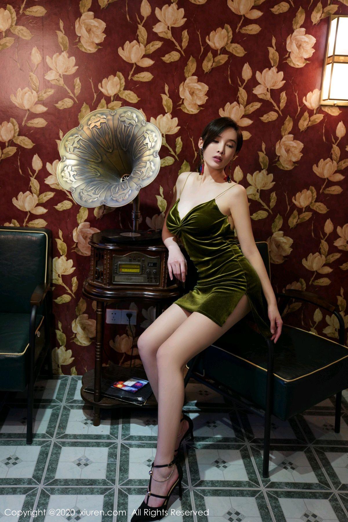 [XiuRen] Vol.2477 Tu Fei Yuan Ai Chuo QIong 43P, Sexy, Xiuren, Zhou Yan Xi