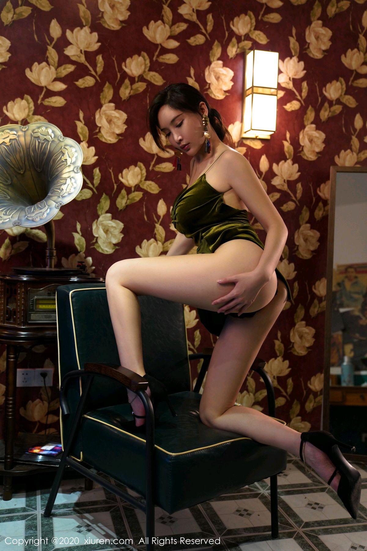 [XiuRen] Vol.2477 Tu Fei Yuan Ai Chuo QIong 53P, Sexy, Xiuren, Zhou Yan Xi