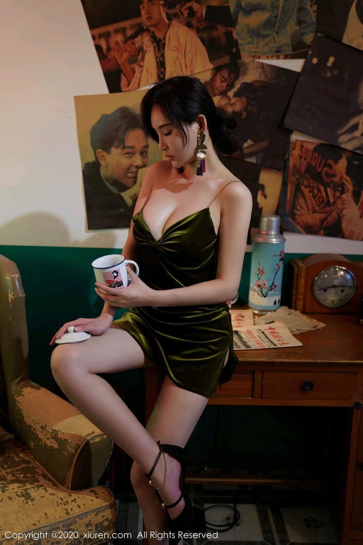 [XiuRen] Vol.2477 Tu Fei Yuan Ai Chuo QIong 5P, Sexy, Xiuren, Zhou Yan Xi