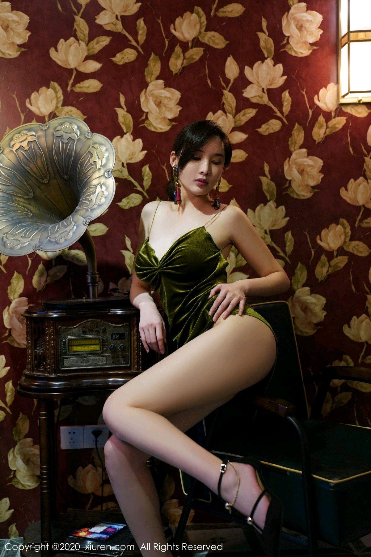 [XiuRen] Vol.2477 Tu Fei Yuan Ai Chuo QIong 7P, Sexy, Xiuren, Zhou Yan Xi