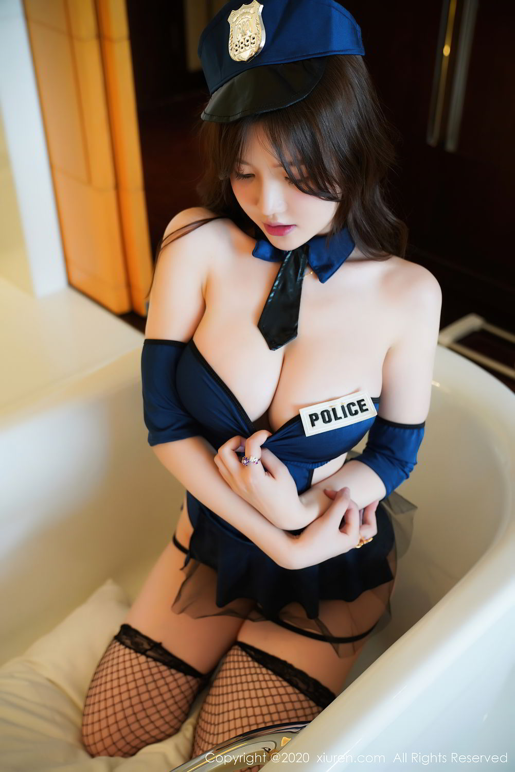 [XiuRen] Vol.2496 Nuo Mei Zi 11P, Baby Face Big Boobs, Black Silk, Mini Da Meng Meng, Policewoman, Xiuren, 肉晴