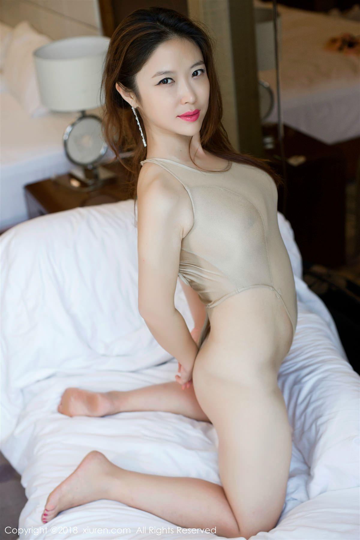XiuRen No.948 17P, Xi Xi Bai Tu, Xiuren