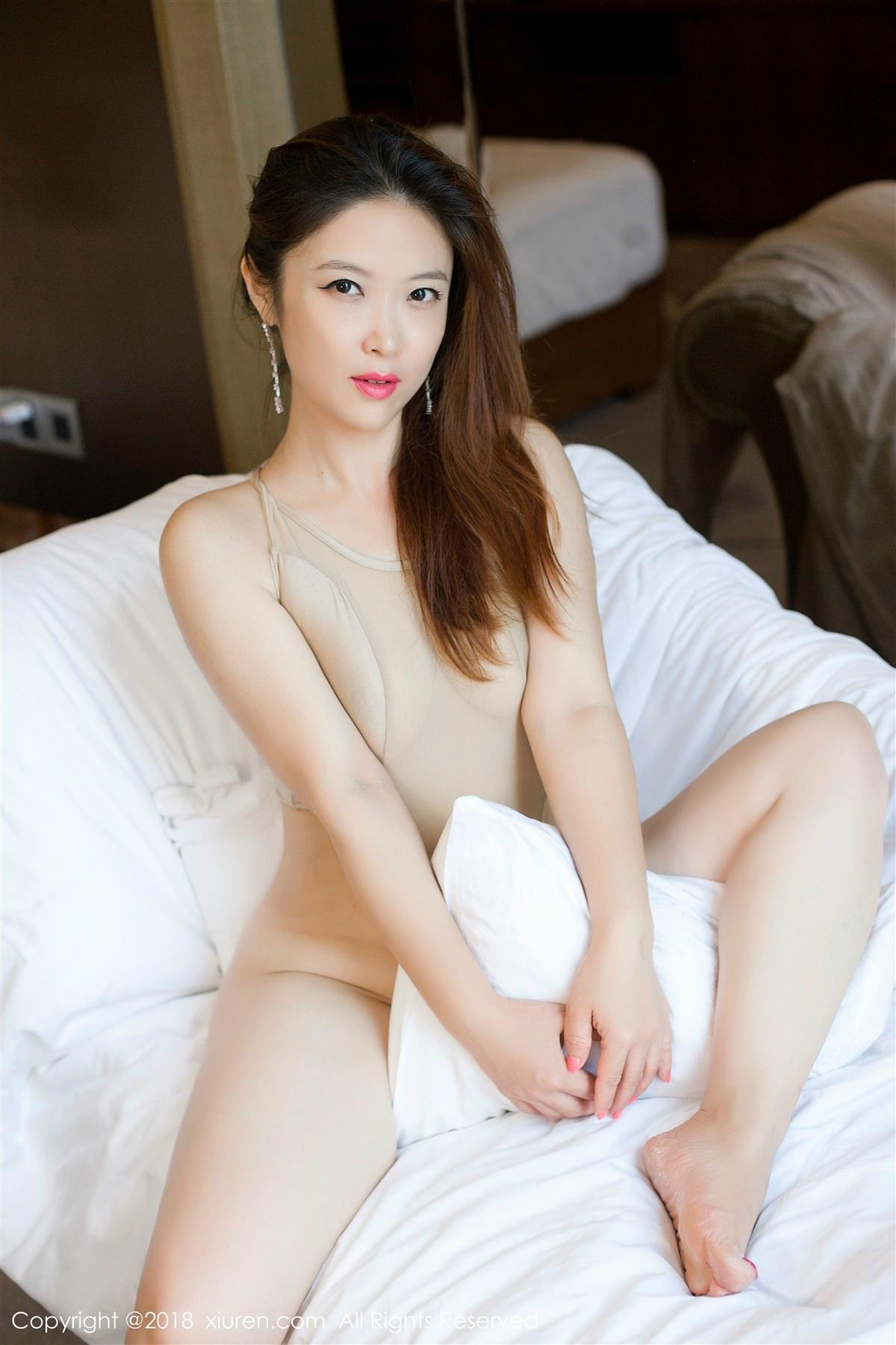 XiuRen No.948 33P, Xi Xi Bai Tu, Xiuren