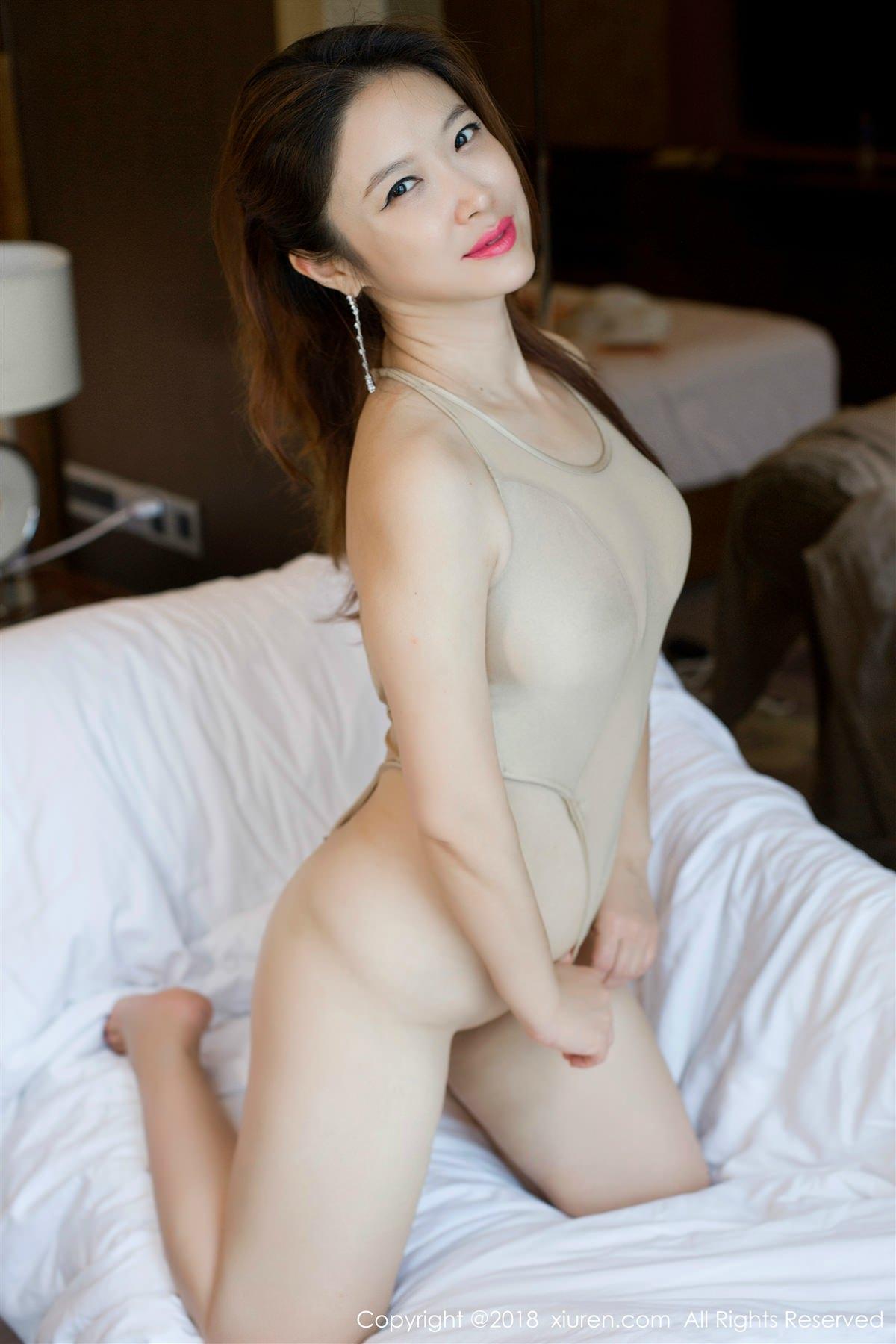 XiuRen No.948 9P, Xi Xi Bai Tu, Xiuren